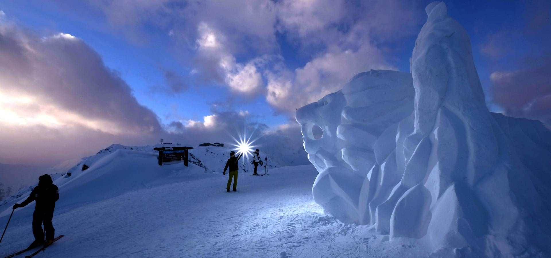 Figures in white  snow sculptures from 9 until 13 January 2017